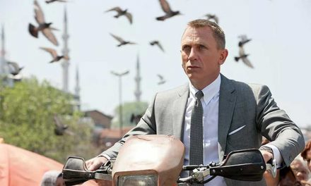 Daniel Craig Announces He Will Return as James Bond!