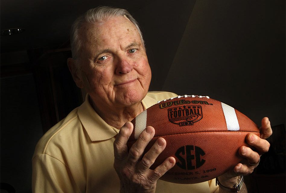Keith Jackson, Voice of College Football, Dies at 89