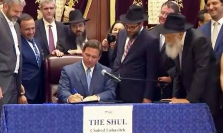 Governor Ron DeSantis signs bill allowing for daily moment of silence in schools