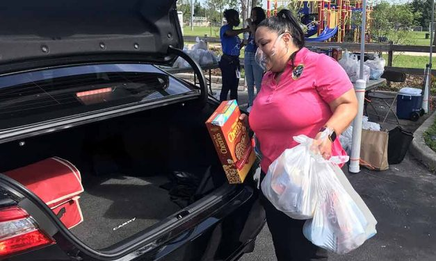Osceola Commissioner Viviana Janer and Farmshare distribute food to over 400 families in BVL